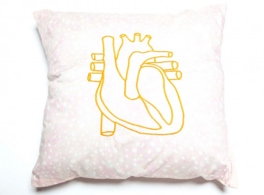 coussin original imprimé liberty of london brodé d'un coeur-tiliah design paris