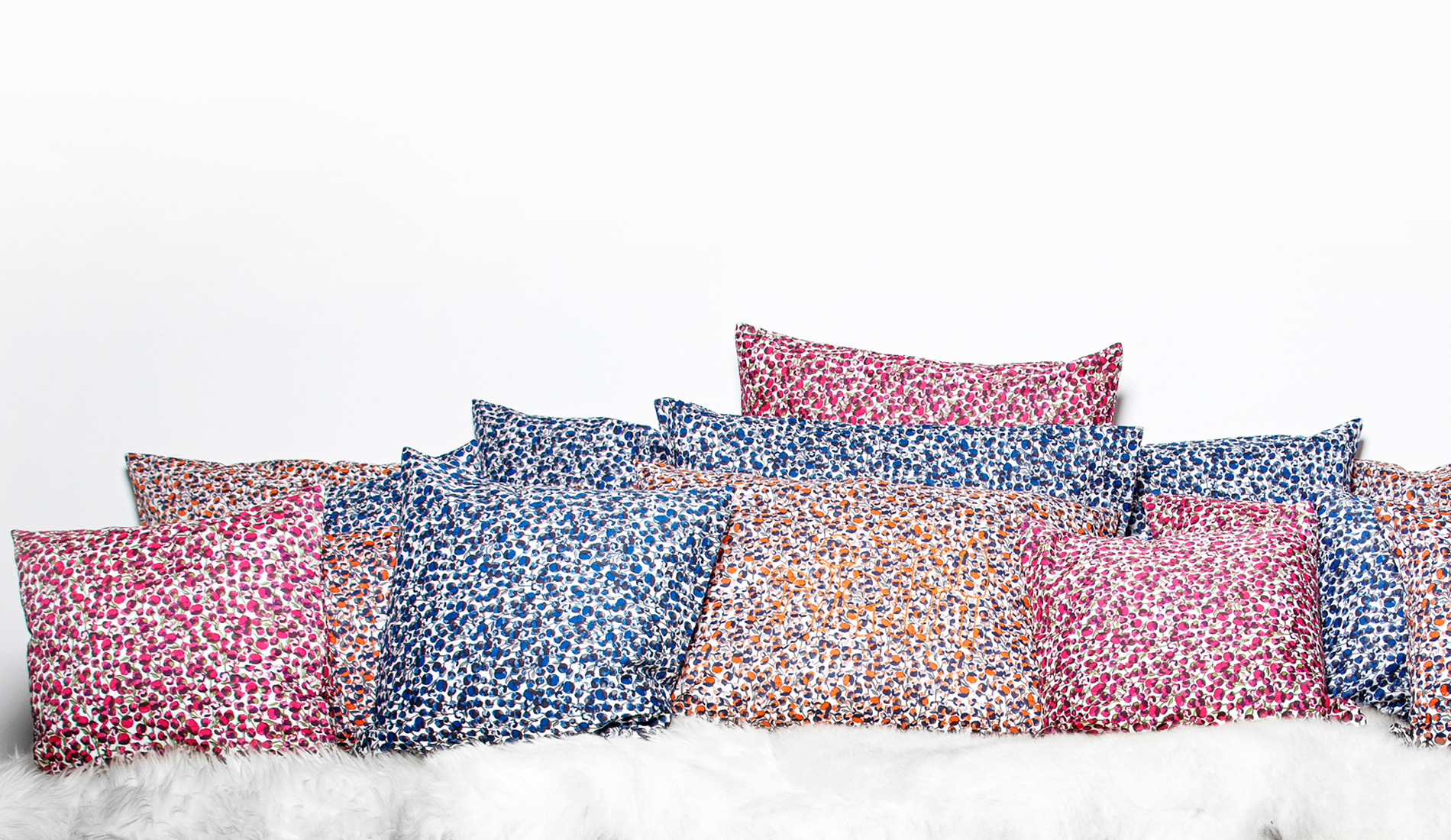 joli ensemble de coussins imprimé pivoines liberty of london-tiliah design